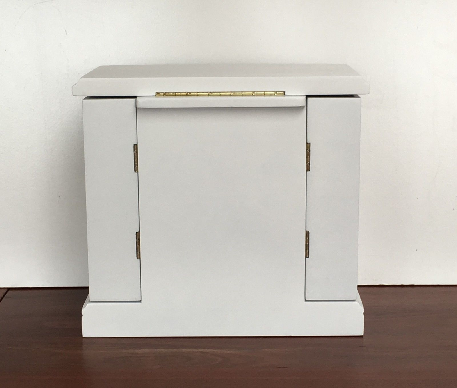 Quality Large White Wooden Jewellery Box With 2 Swing